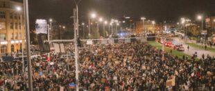 «Це Війна»: У Вроцлаві тисячі вийшли на протест проти заборони абортів (фото)