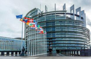Європарламент підтримує законопроект Зеленського про звільнення суддів КСУ