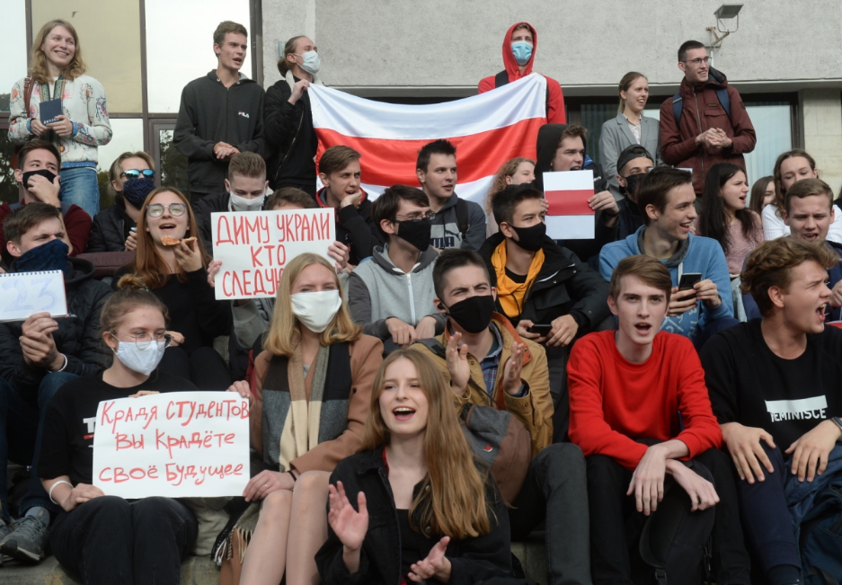 Білорусь вимагає обмеження числа дипломатів Польщі та Литви