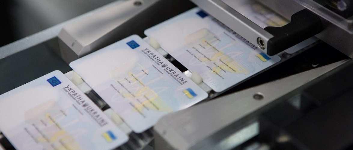 До Зеленського направили петицію — видавати ID картки через почесні консульства