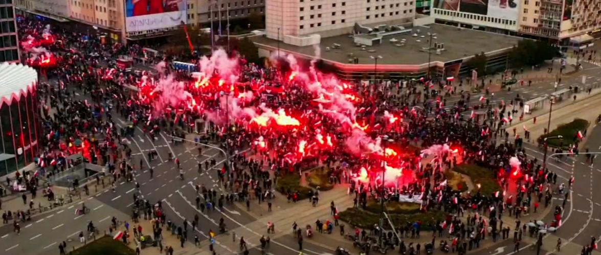 У Варшаві на Марші Незалежності сутички з поліцією (фото та відео)