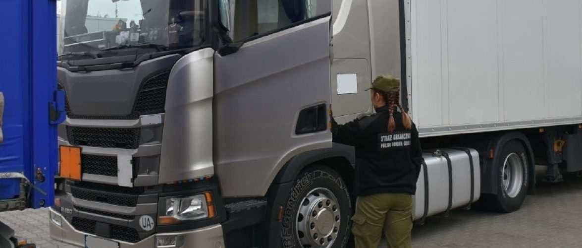 На кордоні в Польщу, п'яного українського водія TIR-а відчули на відстані