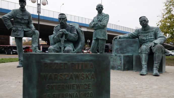 В Польше к 100-летию Варшавской битвы открыли памятник с Петлюрой
