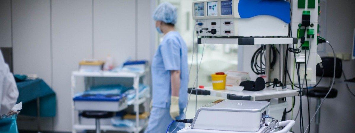 У Польщі лікарі врятували вагітну українку та її дитину, провівши одночасно 2 складні операції