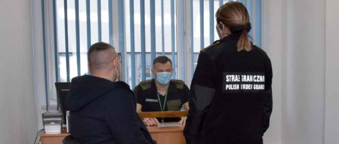 За порушення ПДР 21-річного українця депортували з Польщі