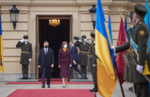 Мая Санду здійснила свій перший закордонний візит в Україну