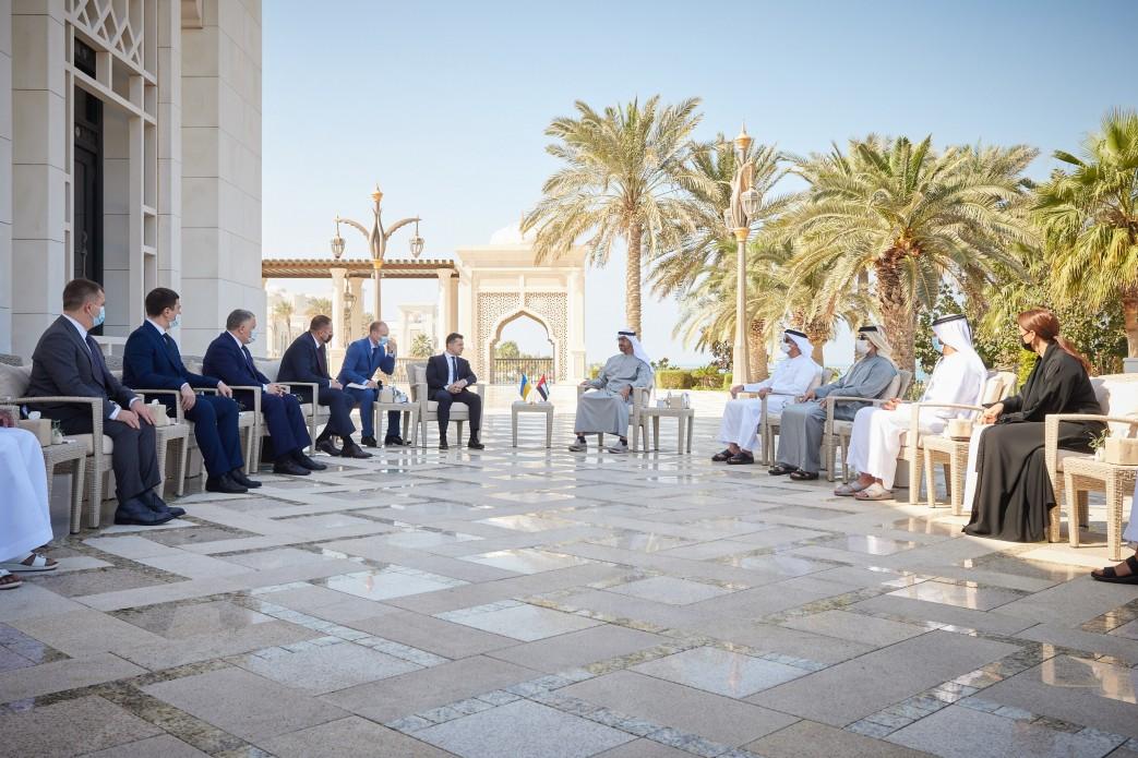 Українська делегація під головуванням Володимира Зеленського підписала в ОАЕ меморандуми та контракти обсягом від 3 мільярдів доларів