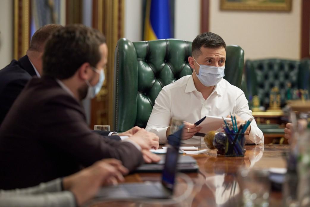 В Україні немає загрози свободі слова та медіа-бізнесу – Володимир Зеленський на зустрічі з керівниками провідних телеканалів