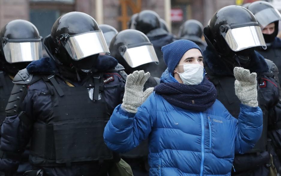 Протести в Росії: поліція вживає паралізатори та сльозогінний газ