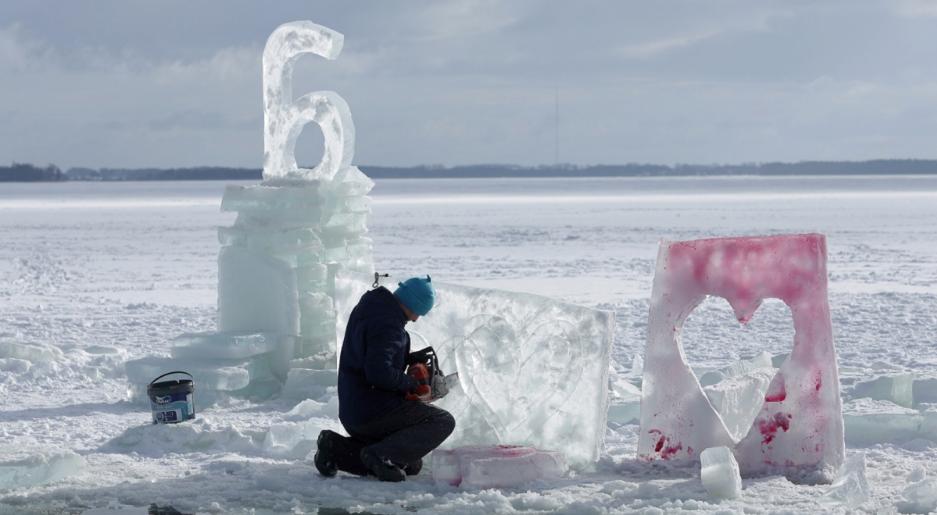 На озере Негоцин проходит конкурс «Гижицкие ледяные скульптуры»