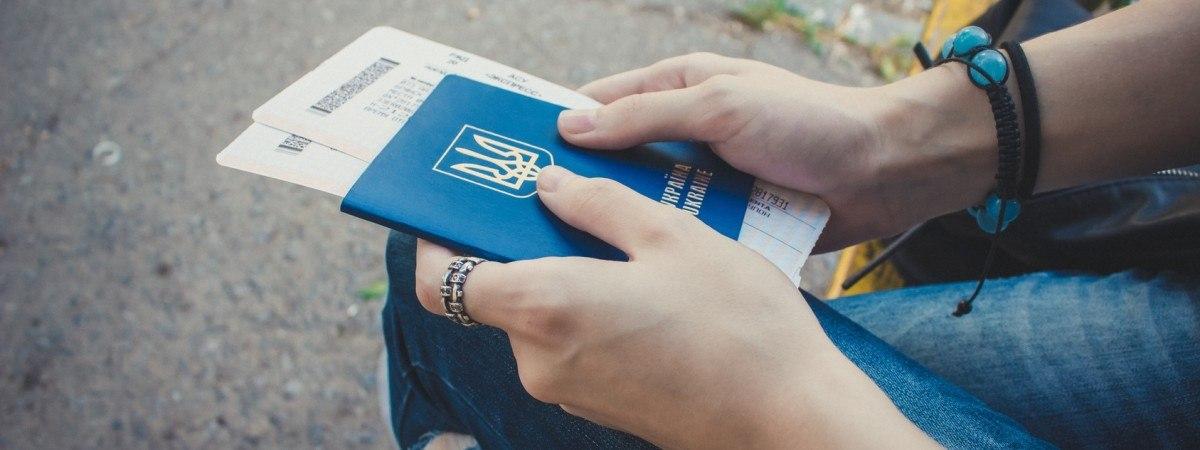 Під час епідемії українцям видали в Польщі понад 1,6 млн дозвільних документів на роботу