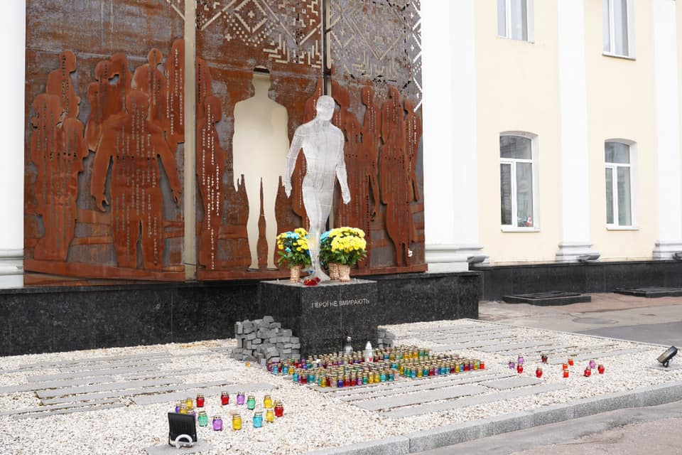 В Житомире повредили памятник Героям Небесной Сотни