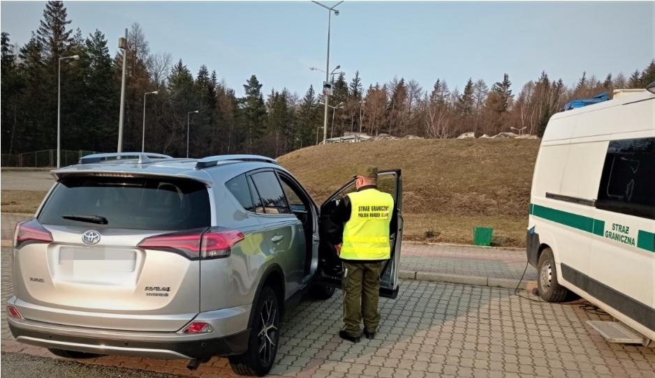 Польські прикордонники затримали українця у викраденому в Італії авто