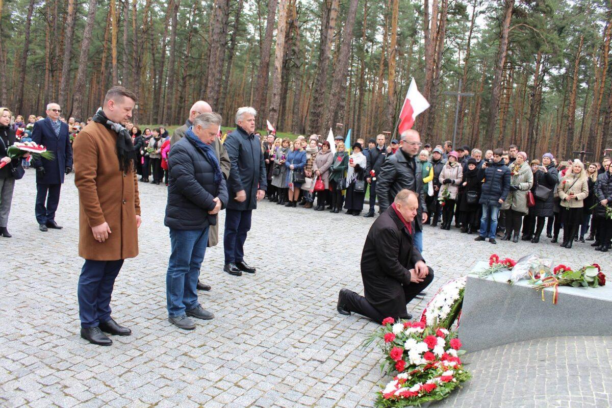 Кожного року на початку квітня, згадуємо і вшановуємо пам'ять жертв Катинського злочину