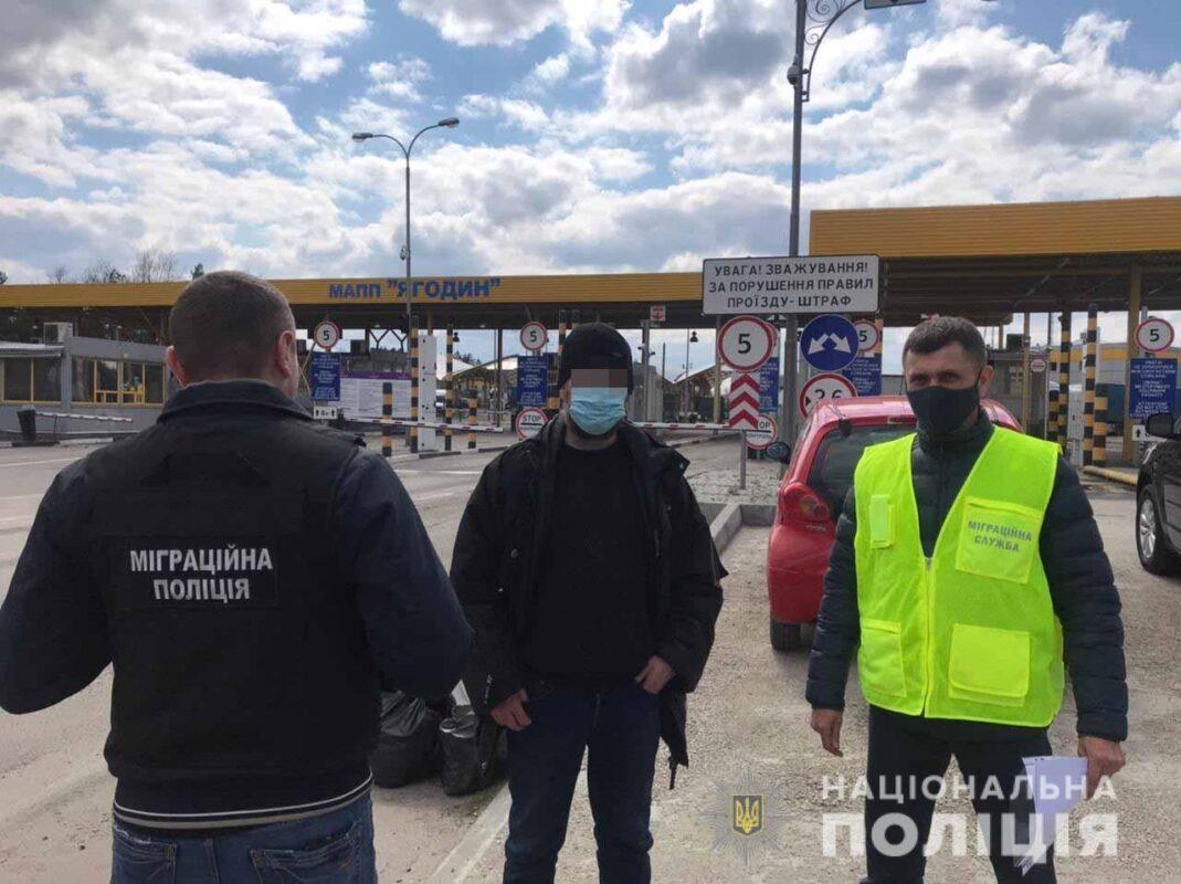 З України депортували громадянина Польщі, який працював тут 3 роки на заробітках