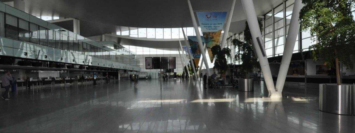 Українка зчинила переполох у польському аеропорту: сказала про бомбу