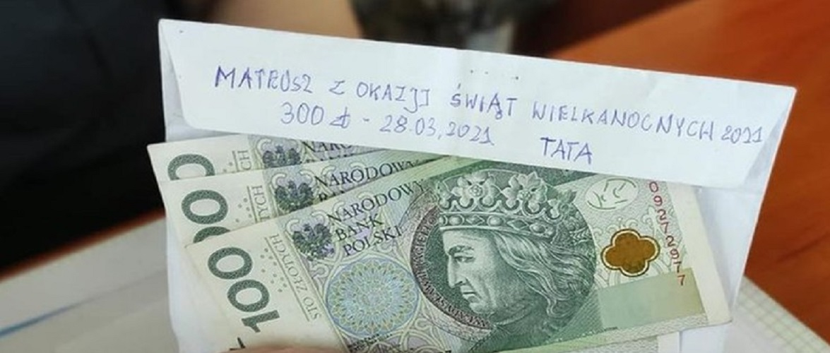 Маленьке Великоднє диво: поліція в Польщі знайшла конверт з грошима і повернула хлопчику, який їх згубив