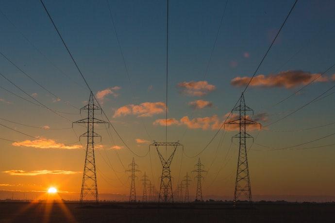 Регулятор запретил импорт электроэнергии из Беларуси и РФ до октября