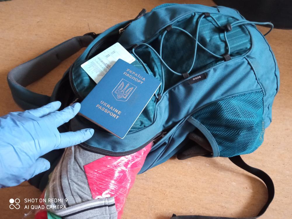 Поліцейські повернули українцеві вкрадений наплічник і 1000 доларів - він висловив їм «милу подяку»