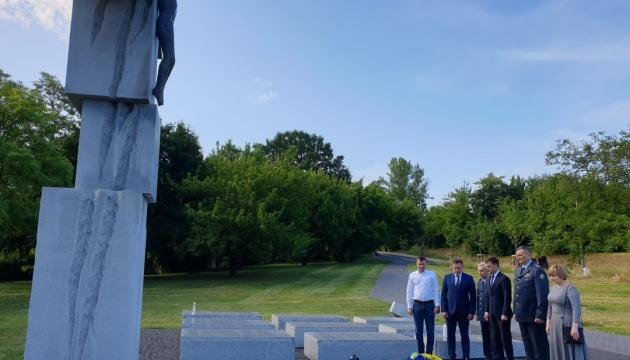 Українські дипломати у Варшаві вшанували пам'ять жертв Волинської трагедії