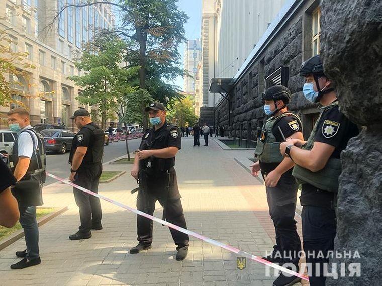 Чоловіка з гранатою у будівлі Кабміну затримали