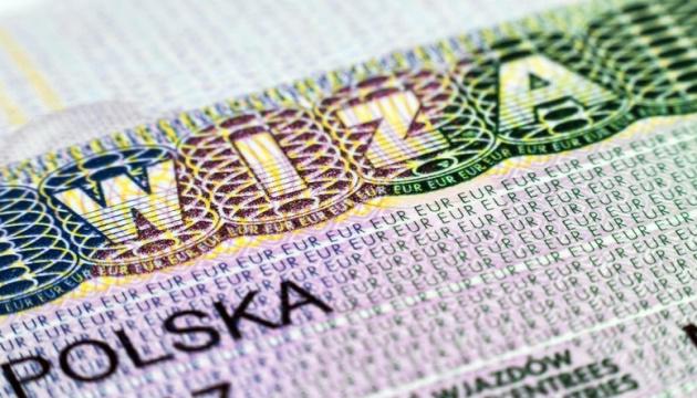 Посольство Польщі зобов'язали переглянути тендер на візове обслуговування українців